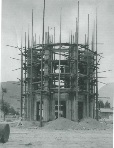 La tour Perret en construction - dans Kenneth Frampton