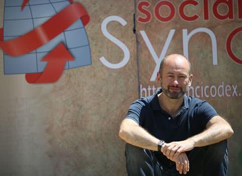 Stéphane Gemmani devant les locaux du Samu social à Grenoble. © Nils Louna
