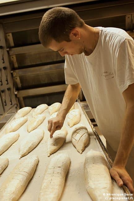 03h00 : la cuisson des pains de campagne va commencer.