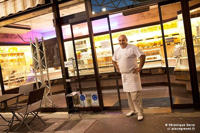 06h30 : la boulangerie ouvre.