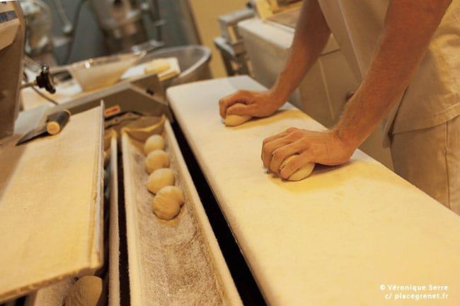 00h45 : préparation des pains viennois.