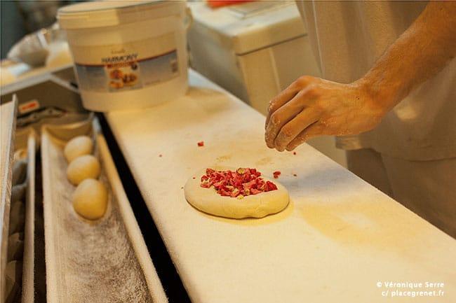 00h45 : pain viennois à la praline.