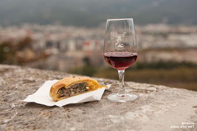 Patte de loup à la caillette aux herbes accompagnée d'un vin d'Ardèche La Modestine.