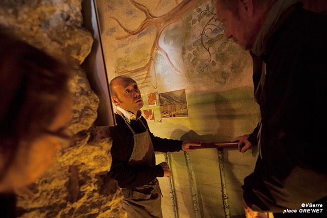 Gaëtan la Greca, le responsable fait le guide de l'éco musée.