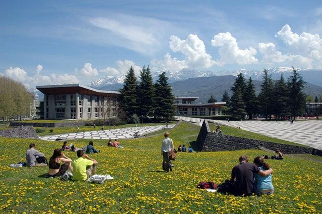 Interasso Grenoble-Alpes veut mettre en relation étudiants sans solution d'hébergement et hébergeurs solidaires potentiels... et temporaires.Campus de Saint-Martin-d'Hères © Université de Grenoble