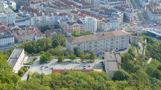 La résidence universitaire le Rabot qui accueille les étudiants au pied de la Bastille à Grenoble