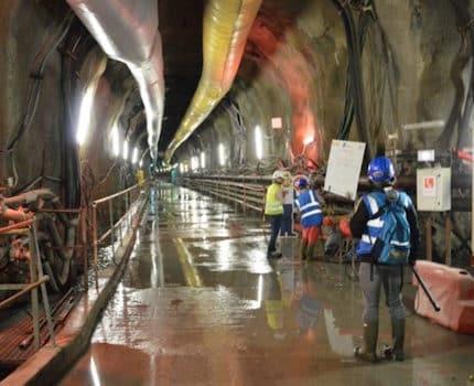 UNE-Aux-Ponants-entre-la-centrale-de-Gavet-et-le-barrage-de-Livet-dans-la-galerie-damenée-creusée-par-le-tunelier-Lilorosa-qui-va-vers-le-barrage-©-Laurent-Genin-430x350