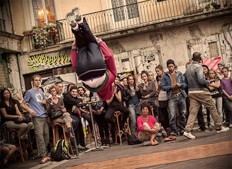Première édition du festival « Vous êtes bien urbain » à Grenoble avec toute la culture urbaine hip-hop: rap break danse graff Djing parkour ou skateboard
