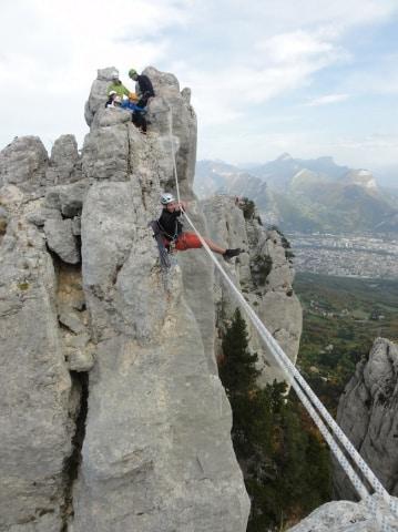 Emmenés par l'école d'aventure du Club alpin français Caf Grenoble-Isère, huit jeunes grimpeurs vont partir à la découverte de l'escalade en Écosse.