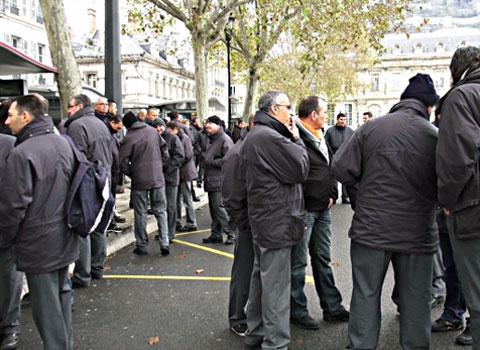 Rassemblement de chauffeurs de tram et de bus de la Semitag pour protester contre l'agression d'un chauffeur dans l'agglomération de Grenoble