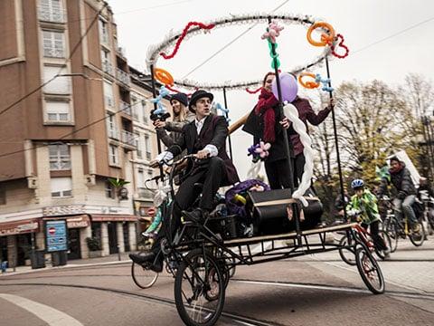 Véloparade d'automne de l'association Un p'tit vélo dans la tête le 16 novembre 2013 dans les rues de Grenoble avant la véloruption