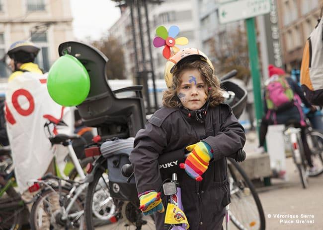 Véloparade organisée par Un p'tit vélo dans la tête dans les res de Grenoble