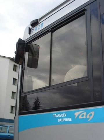 Bus de la Sémitag géré avec Transdev Dauphiné comme prestataire de services, contre Keolis pour les VFD
