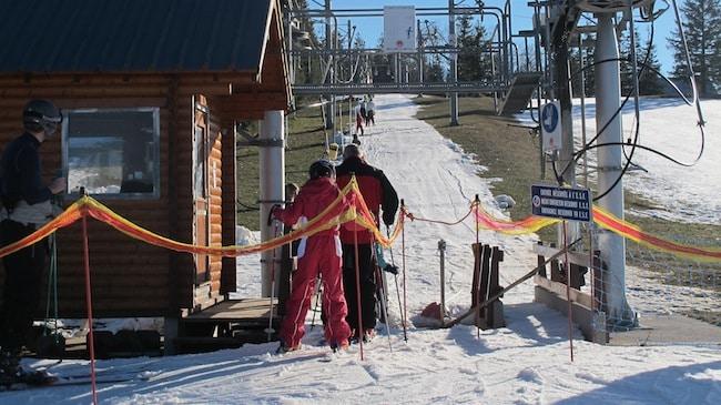 Invitées à se regrouper et se diversifier, les stations de ski des Alpes n'ont cure des recommandations de la Cour des comptes. Au risque de glisser encore