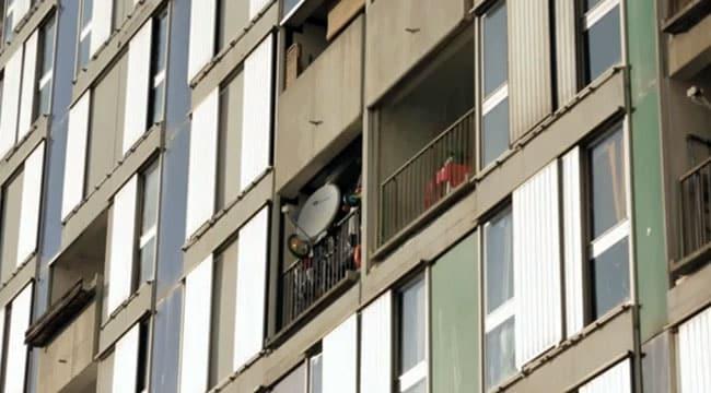 Façade d'immeuble avec des paraboles dans le reportage Envoyé Spécial Villeneuve le rêve brisé diffusé sur France 2
