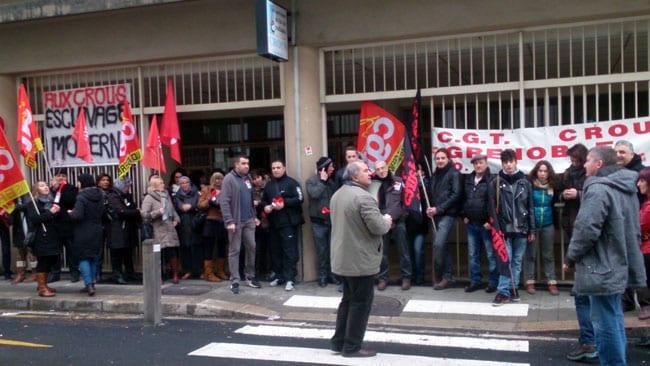 Manifestation de la CGT devant le Crous de Grenoble le 5 février 2014