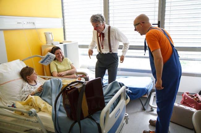 Bénévoles de l'association Soleil rouge Clown a l'hôpital pour enfants au CHU de Grenoble photo de Edgar Barraclough
