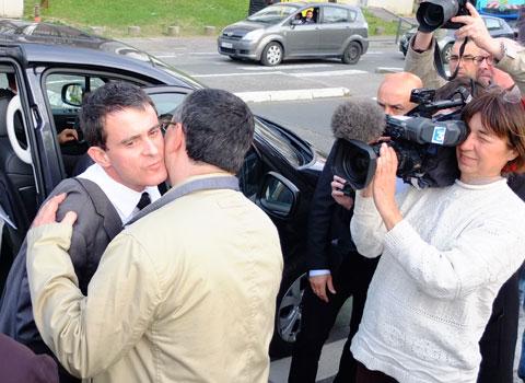 Visite de soutien de Manuel Valls à Jérôme Safar au Village olympique à Grenoble à l'occasion des municipales