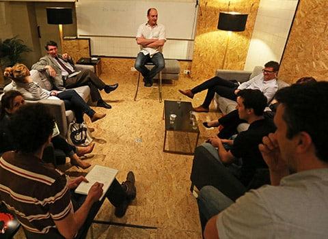 école de l'entrepreneuriat avec Mathieu Genty cofondateur de l'espace de coworking Cowork in Grenoble avec des entrepreneurs ou créateurs de startups