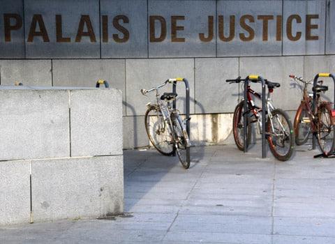 Vélos devant le Palais de justice de Grenoble Tribunal instance grande instance Prud'hommes Photo Chloé Ponset