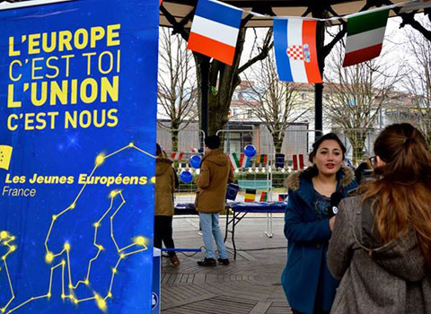 Jeunes européens Isère Europe au jardin de ville de Grenoble.