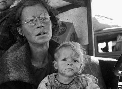 Migrant Mother dans l'exposition sur la route. © Dorothea Lange