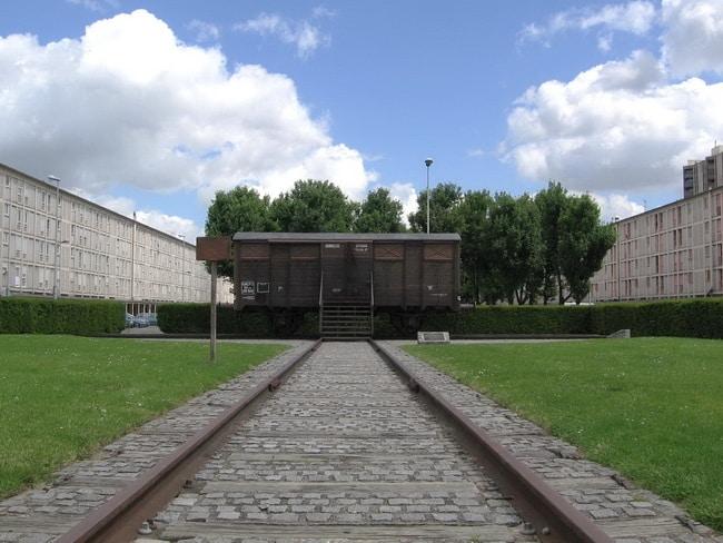 le wagon témoin de la barbarie du nazisme et des supplétifs français à Drancy.