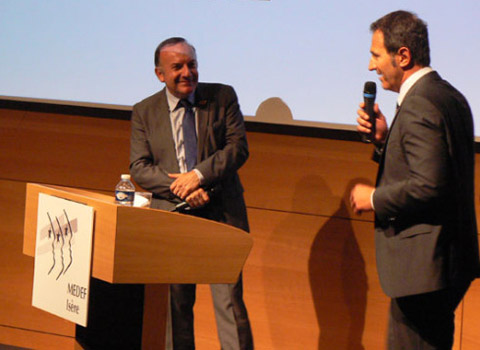 Pierre Gattaz conférence Medef Isère Remerciements Philippe Gueydon. © Etienne Chaudagne - placegrenet.fr