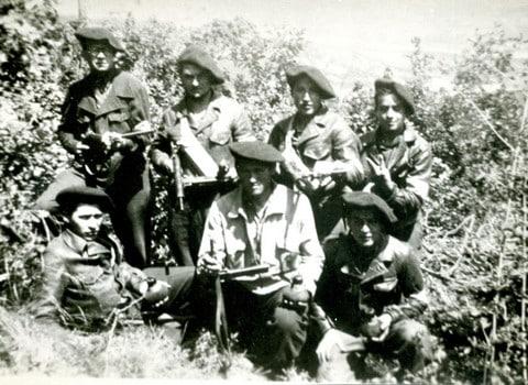 Groupe de maquisards à Engins. © MRDI