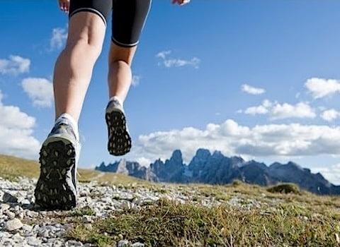 course à pied en montagne.