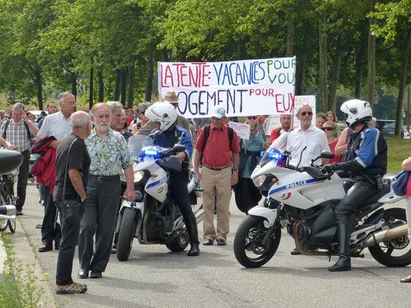 Manifestation centre d'hébergement Verlaine à Grenoble le 4 Juillet 2014 pour procéder contre la fermeture des Mimosas par la préfecture de l'Isère