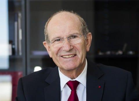 Alim-Louis Benabid a centré ses travaux sur plusieurs pathologies neurochirurgicales, en particulier les tumeurs cérébrales et les mouvements anormaux, en développant la chirurgie stéréotaxique. Il est également conseiller scientifique au CEA (DRT). Portrait réalisé à Grenoble, 2008.