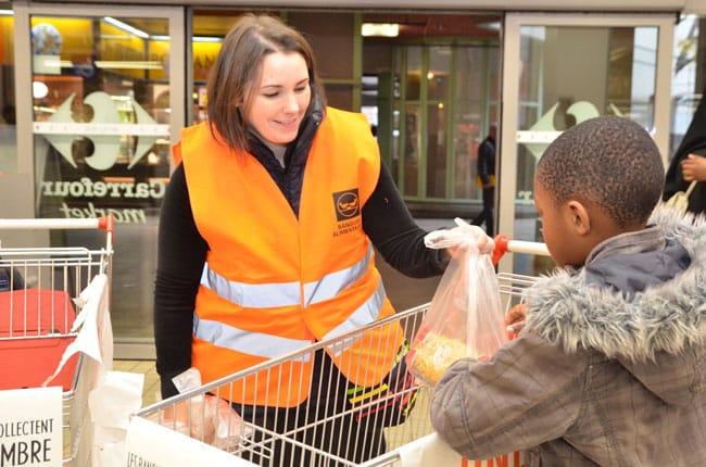 Collecte de la Banque Alimentaire dans les magasins en Isère pour les plus démunis grâce aux bénévoles