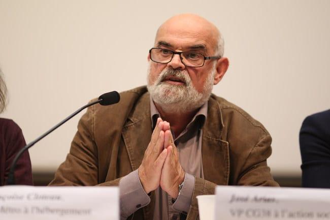 José Arias, vice-président au conseil général de l'Isère en charge de la cohésion et du développement social lors du débat public Place Gre'net à Grenoble Hébergement d'urgence : quelles issues au fatalisme