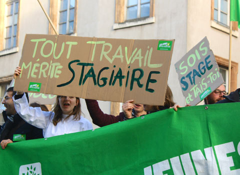 Manifestation Stagiaires Pride des Jeunes écologistes à Grenoble pour protester contre la précarisation et les stages abusifs © Arnaud Chastagner - placegrenet.fr