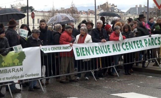 Manifestation des partisans du Center Parcs de Roybon devant le tribunal administratif de Grenoble le 18 décembre 2014 © Joël Kermabon - placegrenet.fr
