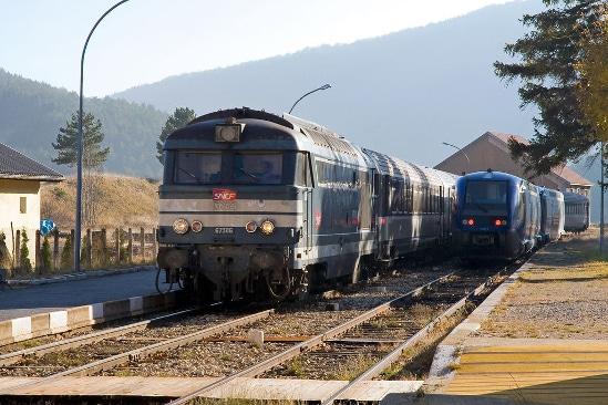 Croisement de trains en gare de Lus la Croix Haute - © Philippe Brenet