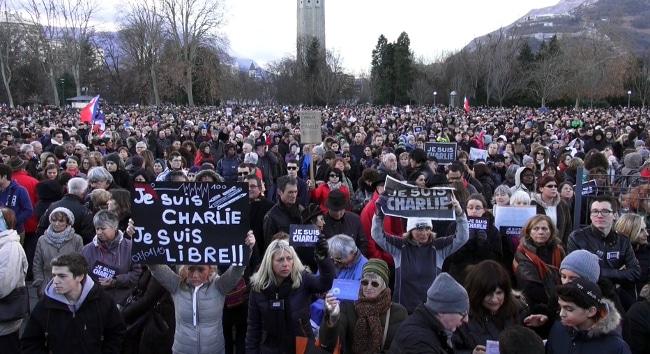 Nous sommes Charlie marche républicaine à Grenoble © placegrenet.fr