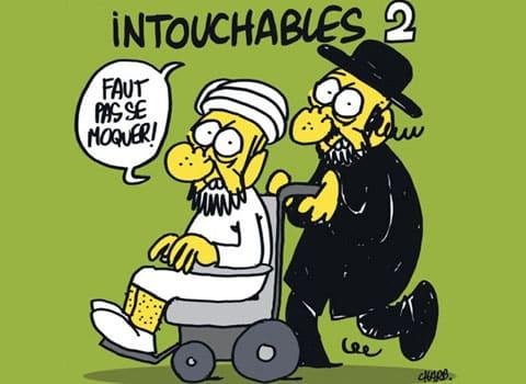 Caricature Intouchables 2 parue en une de Charlie Hebdo avec un Juif poussant un musulman en chaise roulante. © Charb - Tous droits réservés.