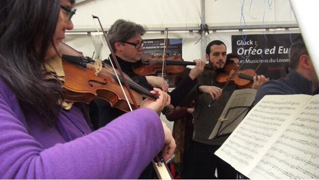 Les Musiciens du Louvre, lors du concert gratuit du 6 février, place Grenette à Grenoble. © Joël Kermabon - placegrenet.fr- violons © Joël Kermabon - placegrenet.fr