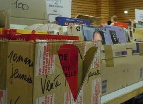 Vente de livres et de revues déclassés © Ville de Grenoble