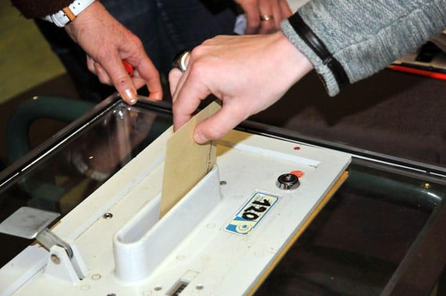 À l'exception du Rhône et de l'Ardèche, la majorité des maires des départements d'Auvergne-Rhône-Alpes se prononcent en faveur du maintien des élections régionales et départementales en juin © Muriel Beaudoing - Place Gre'net