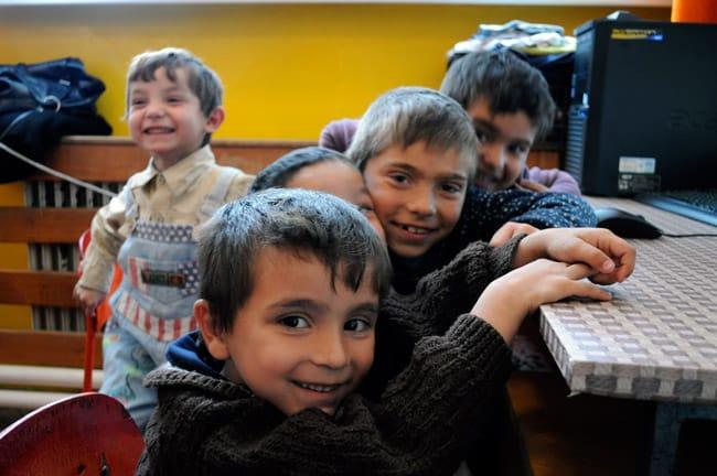 Enfants roms dans une classe « spéciale » avec des enfants souffrants de handicaps légers en Slovaquie. © Al - Amnesty