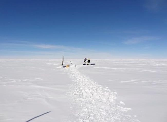 Forage en Antarctique : extraire la glace pour mieux comprendre le changement climatique. Crédit Jérôme Chappellaz - CNRS/LGGE