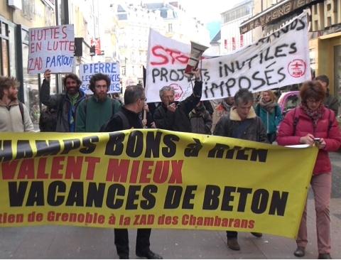 Manifestation des anti Center Parcs à Grenoble suite à l'élection de Jean-Pierre Barbier en tant que président du conseil départemental de l'Isère © Joel Kermabon - placegrenet.fr