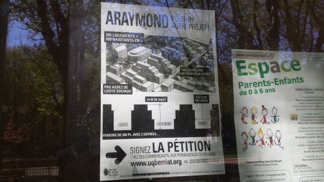 Affiche dans le quartier Berriat incitant à signer la pétition contre le projet ARaymond. © Ludovic Chataing - placegrenet.fr