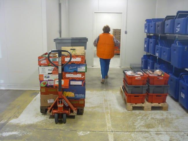 Une grande chambre froide permet de stocker les produits frais.
