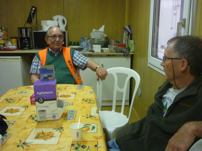 Salle de pause des bénévoles de la banque alimentaire.
