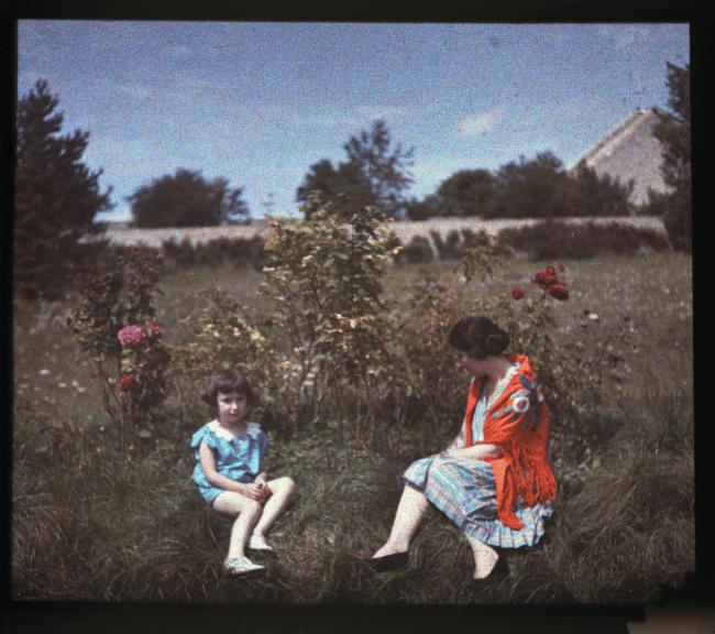Solange et Françoise dans le jardin de la maison familiale