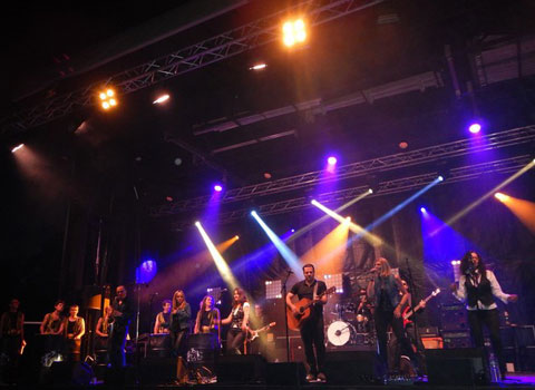 Le collectif Ten Years Cie, sur une seule et même scène pour la Fête de la Musique. © Derapage Music